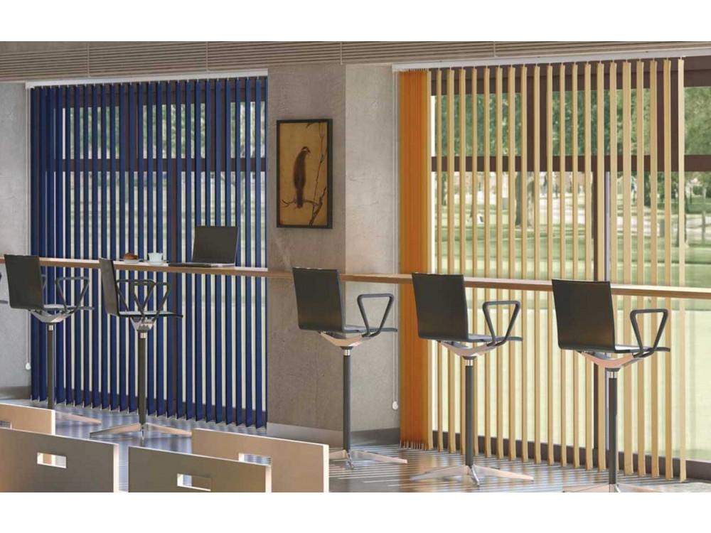 Sistema per tende tecniche a bande verticali con monocomando