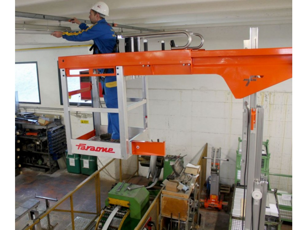 Piattaforma aerea con cestello estensibile