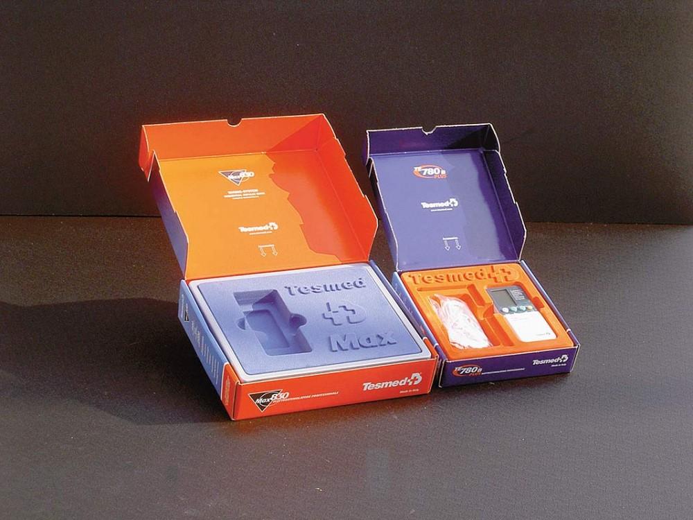 Interno termoformato in plastica per contenitore a valigetta