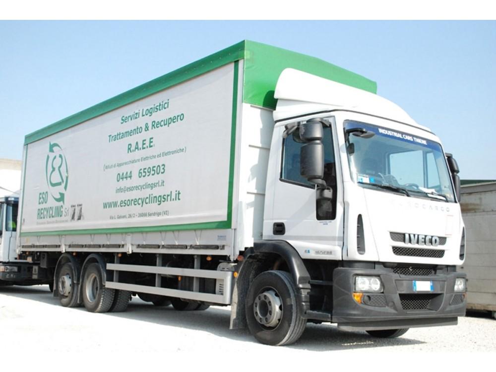 Presa e trasporto di rifiuti plastici presso le aziende