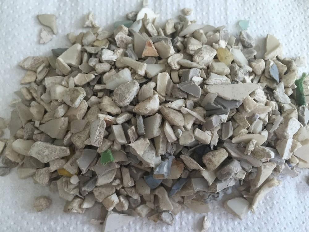 Plastica triturata, depolverizzata e deferizzata
