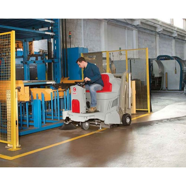 COMAC CS700 800 Scrubbing Machines For Commercial And