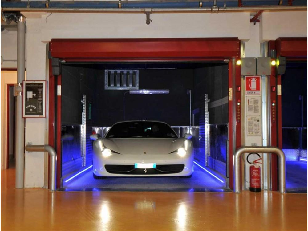 Ascensore elettrico per auto