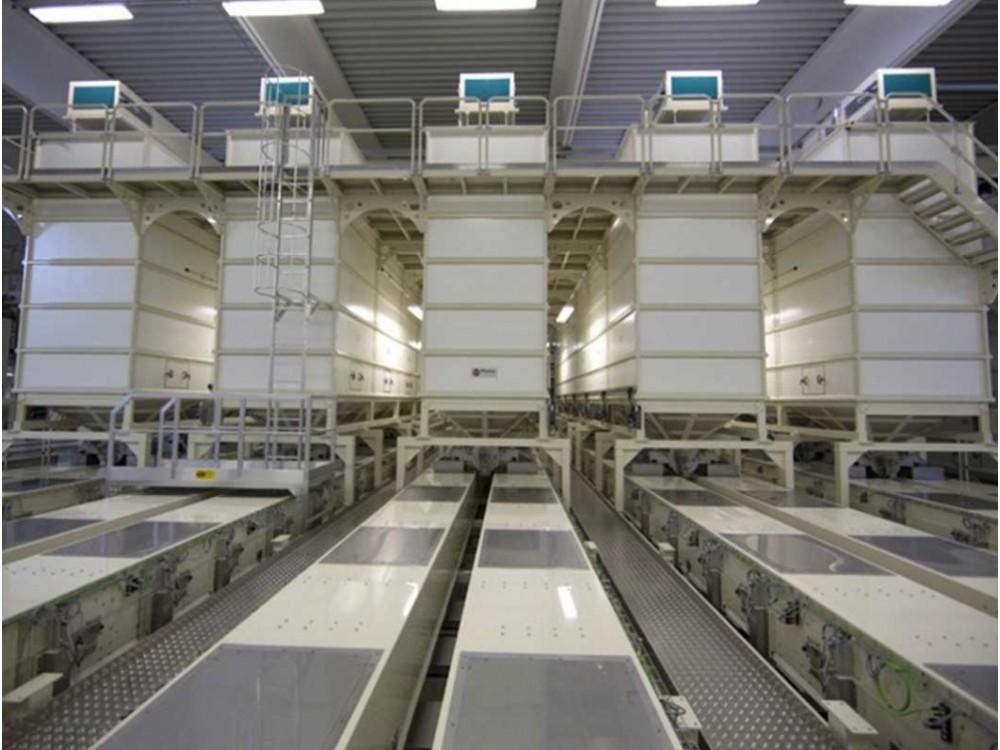 Impianto di stoccaggio pasta corta alimentato da 5 linee di produzione