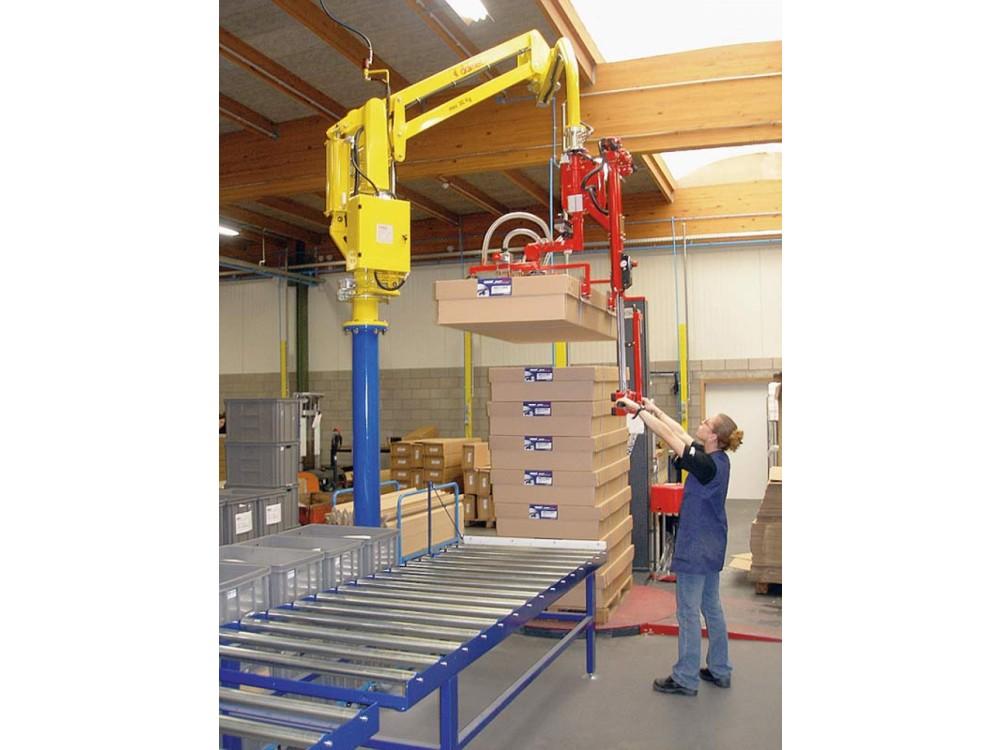 Manipolatore a colonna con ganasce pneumatiche per scatole in cartone