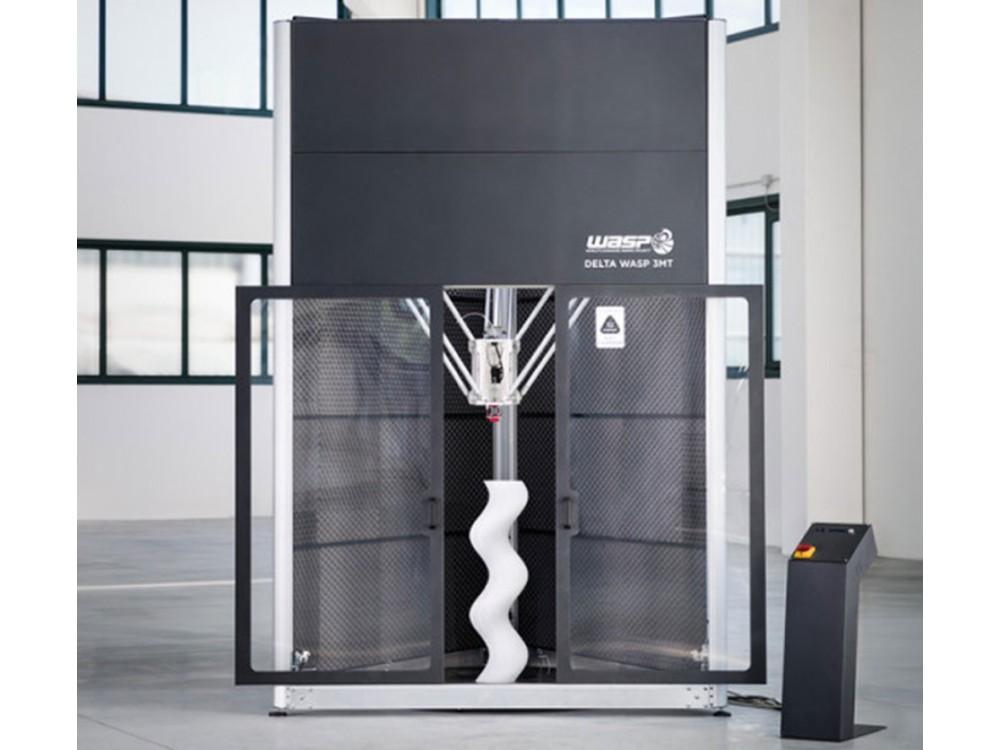 Stampante 3D industriale con area di lavoro chiusa