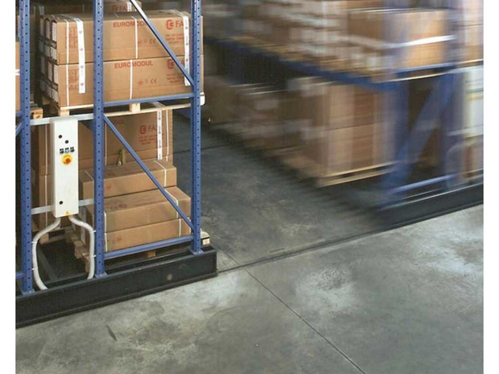 Basi mobili per scorrimento di scaffalature compattabili