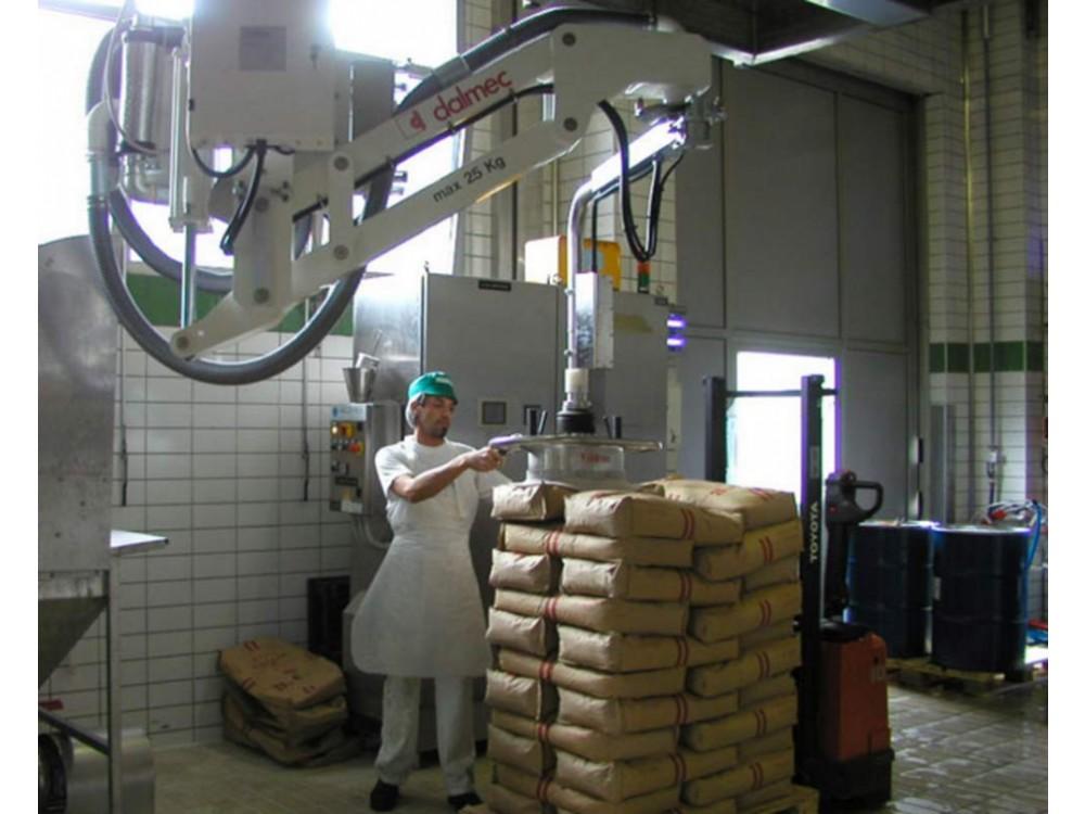 Manipolatore con ventosa in acciaio inox per il sollevamento di sacchi