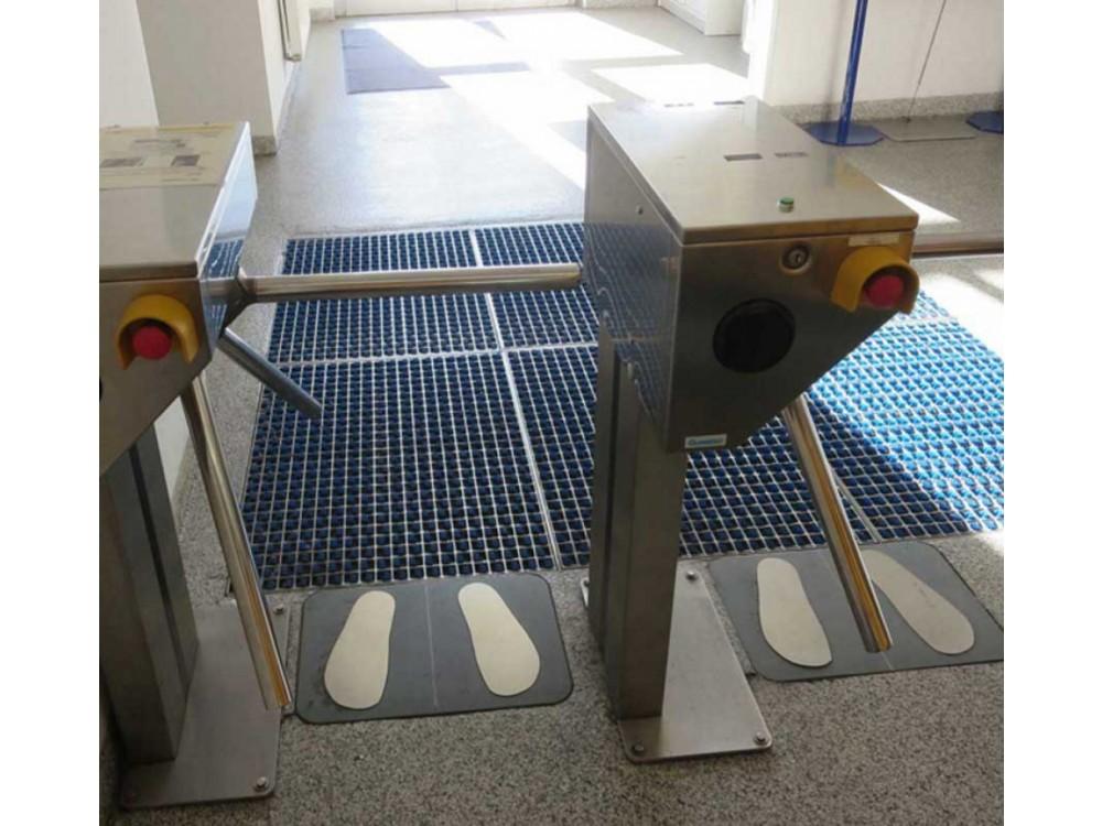 Stazione di pulizia suole per evitare scariche elettrostatiche