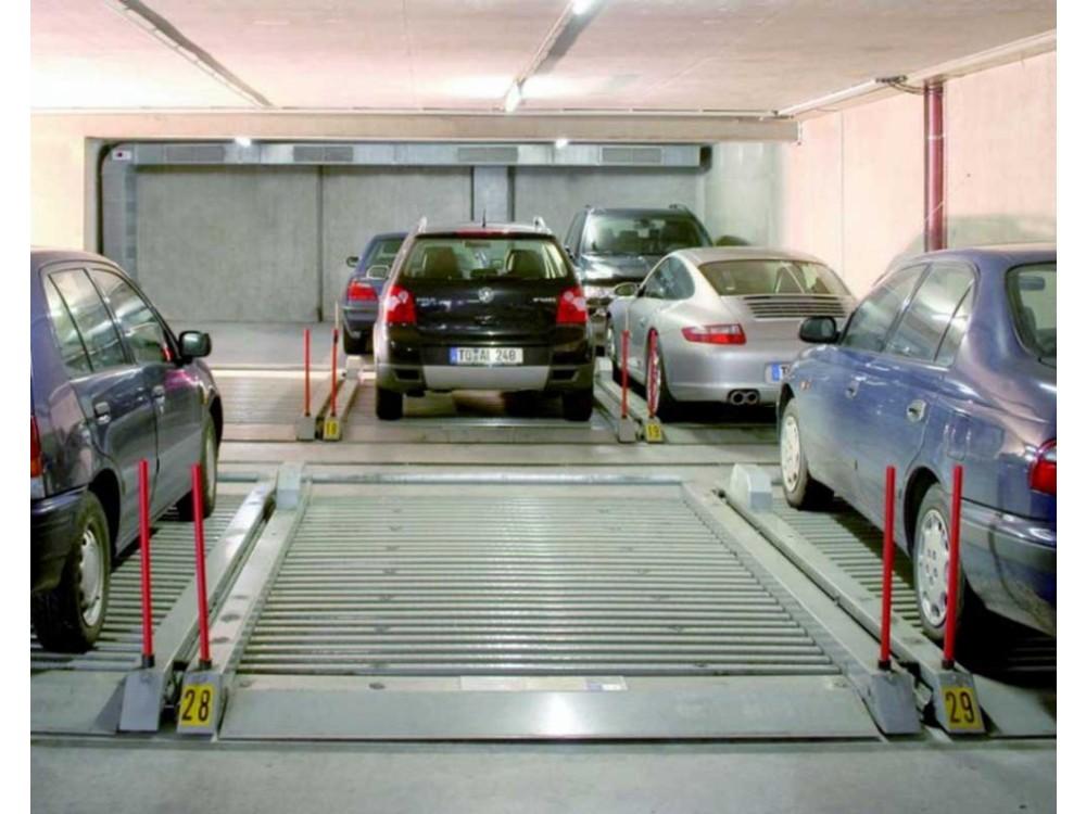 Piattaforma di parcheggio 501 che trasla lateralmente