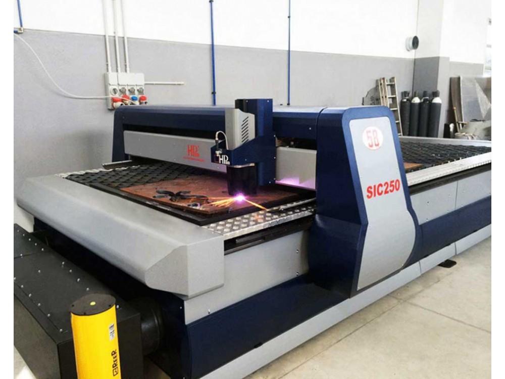 Tagliatrice al plasma con CNC integrato
