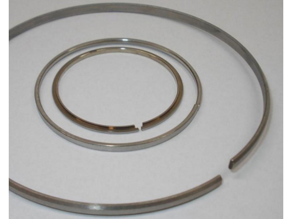 Rivestimento metallico per termospruzzatura di fasce elastiche per pistoni