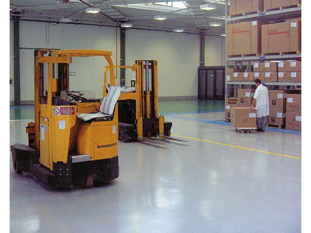 Pavimentazione antisdrucciolo Solidity-Epoxy-P in magazzino grande distribuzione