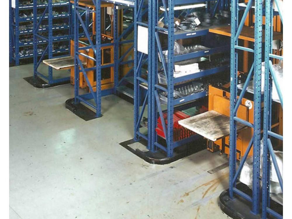 Scaffalatura drive-in in magazzino merci