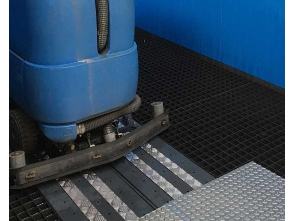 Lavaggio e recupero acque reflue da lavapavimenti Hydrobay Heavy 1500