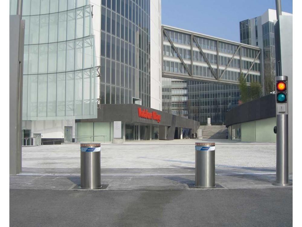 Dissuasori automatici con semaforo per la regolazione degli accessi