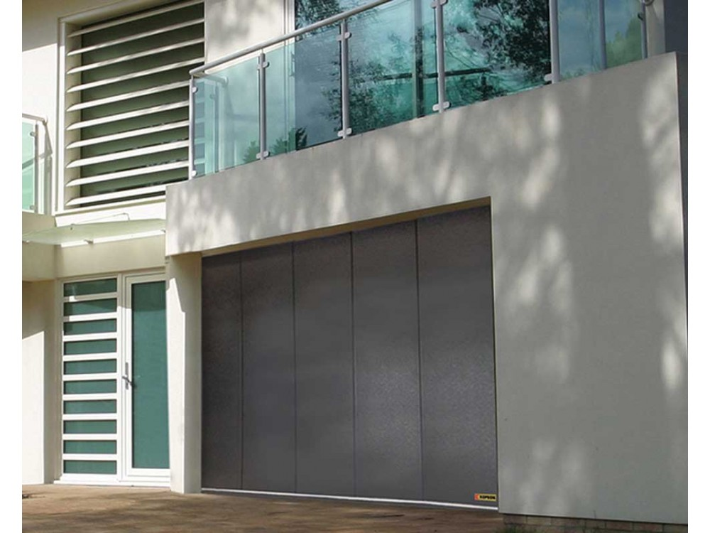 Portone sezionale per garage a scorrimento laterale