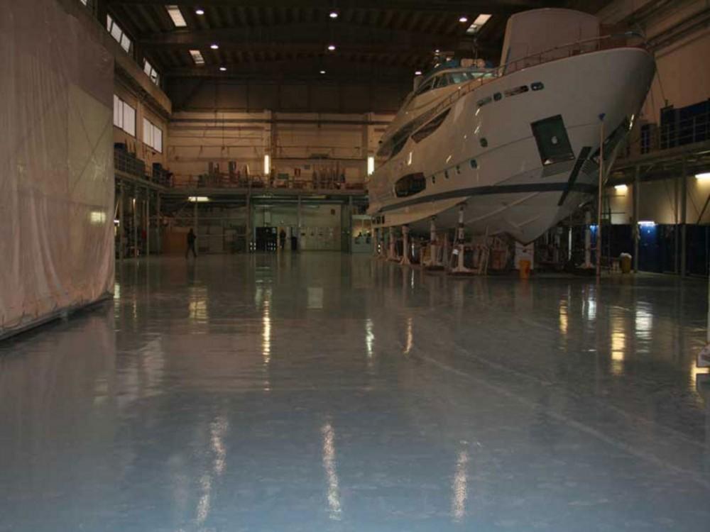 Pavimenti autolivellanti in cantiere navale