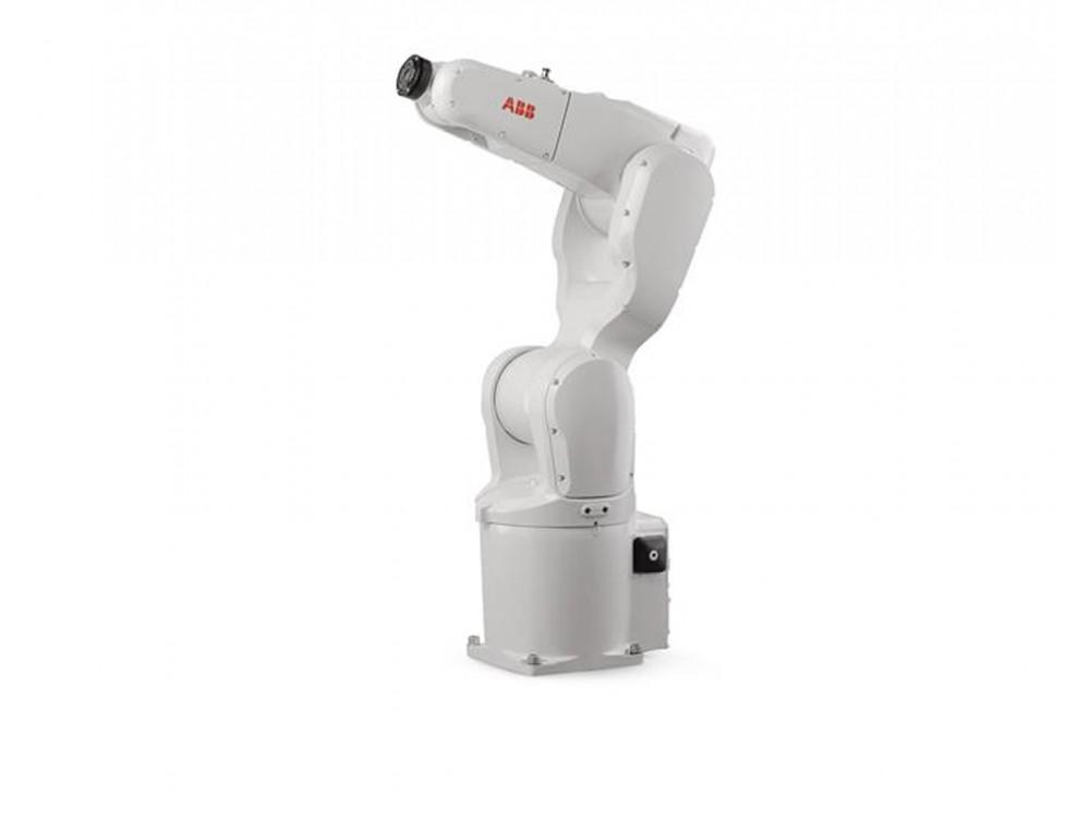 Piccolo robot industriale in versione collaborativa