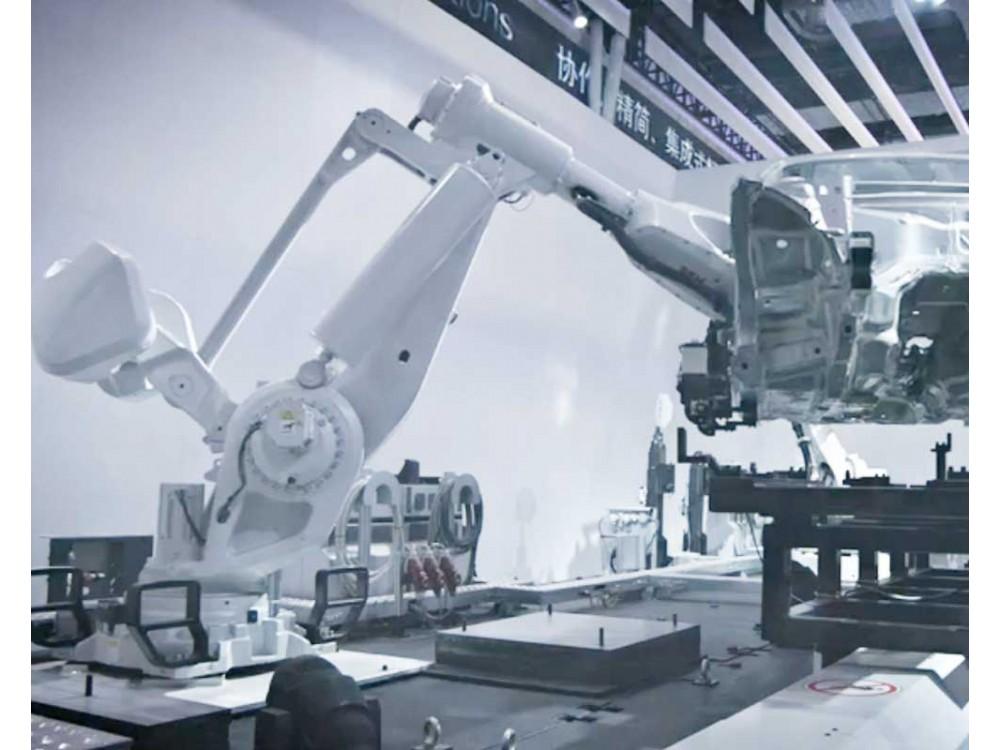 Robot di grandi dimensioni per carichi pesanti