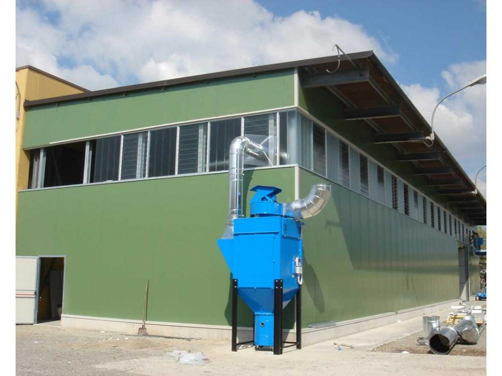 Edificio industriale con protezione in pannelli di lamiera verniciata