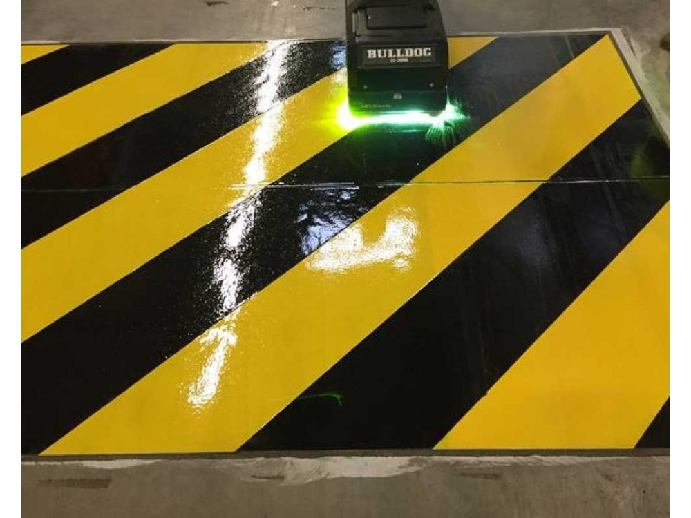 Trattamento di finitura a raggi UV per segnaletica e pavimenti