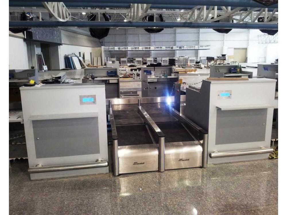 Stazione check-in bagagli in acciaio