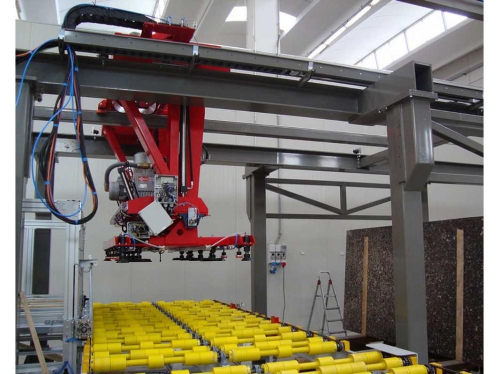 Robot cartesiano su linea di trasporto-movimentazione