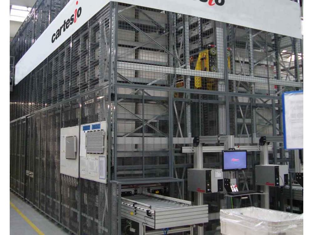 Magazzino automatico per contenitori in plastica