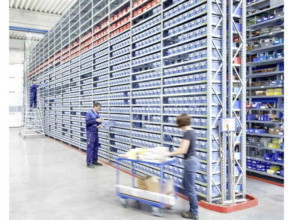 Scaffalatura industriale con contenitori compatibili
