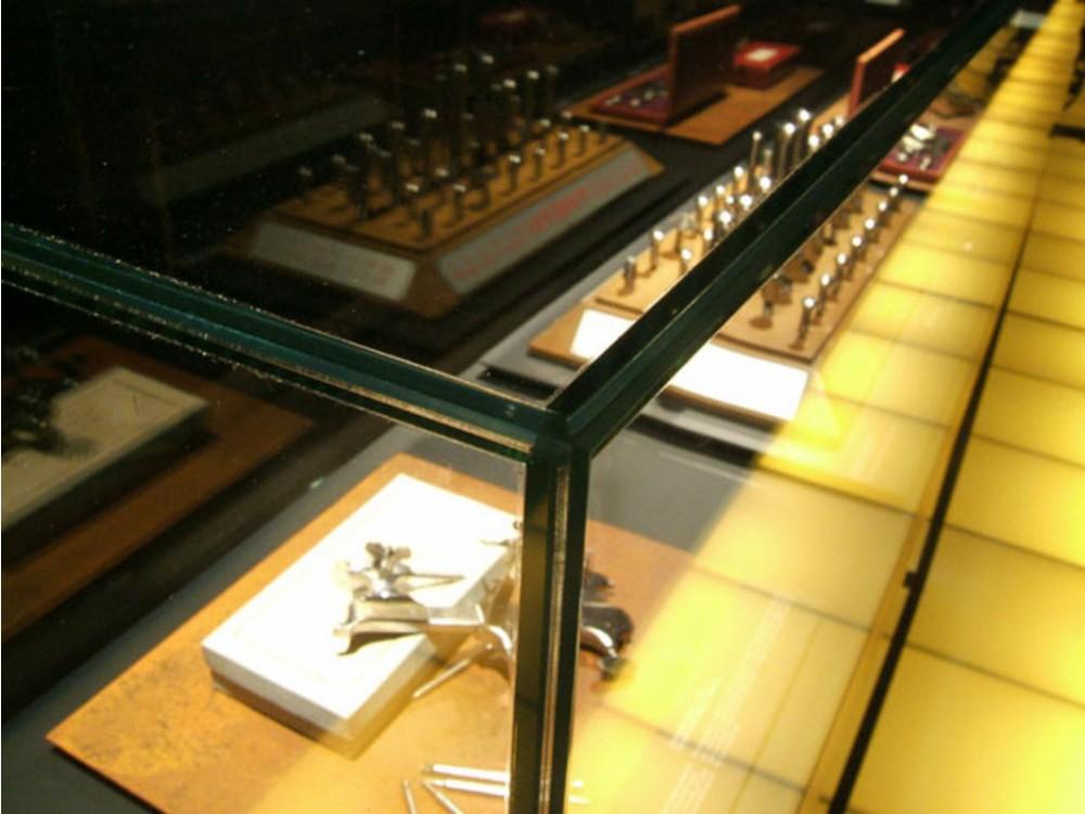 Teca espositiva in cristallo per prodotti di orologeria