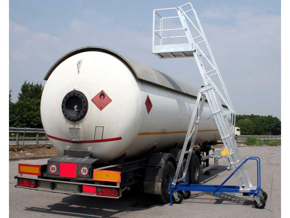 Scala con piattaforma a sbalzo per autobotti e cisterne