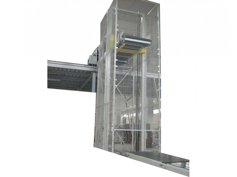 Montacarichi industriale a portale di grandi dimensioni
