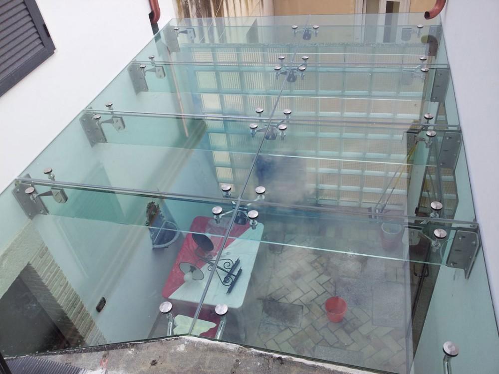 Lucernario in vetro e acciaio