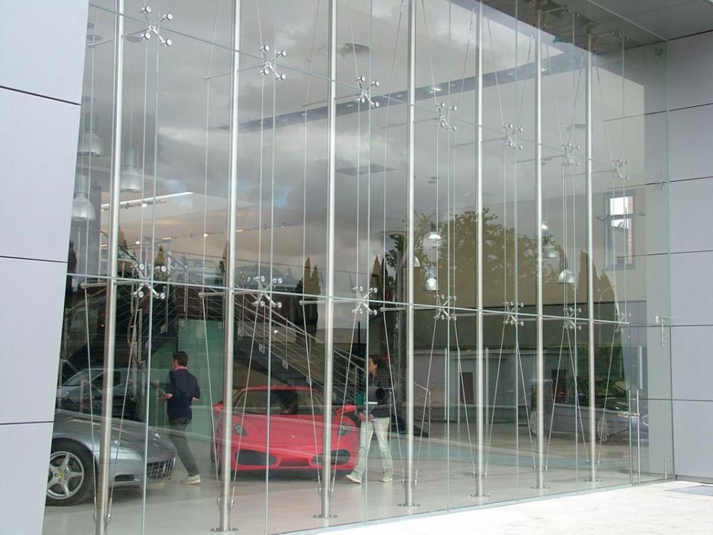 Facciate sospese Air System in vetro temperato e acciaio