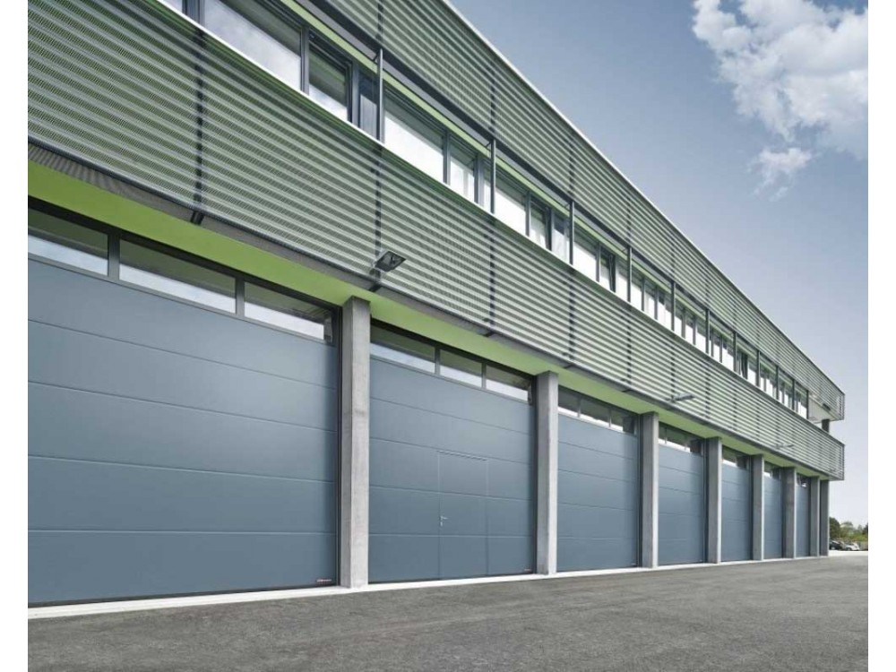 Portoni sezionali industriali a doppia parete SPU F42 e SPU F67 Thermo