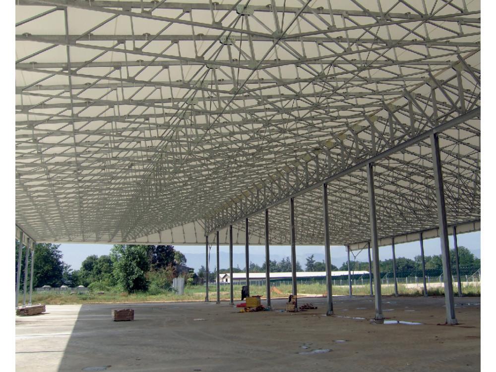 Doppia copertura fissa in acciaio e PVC per area carico-scarico esterna