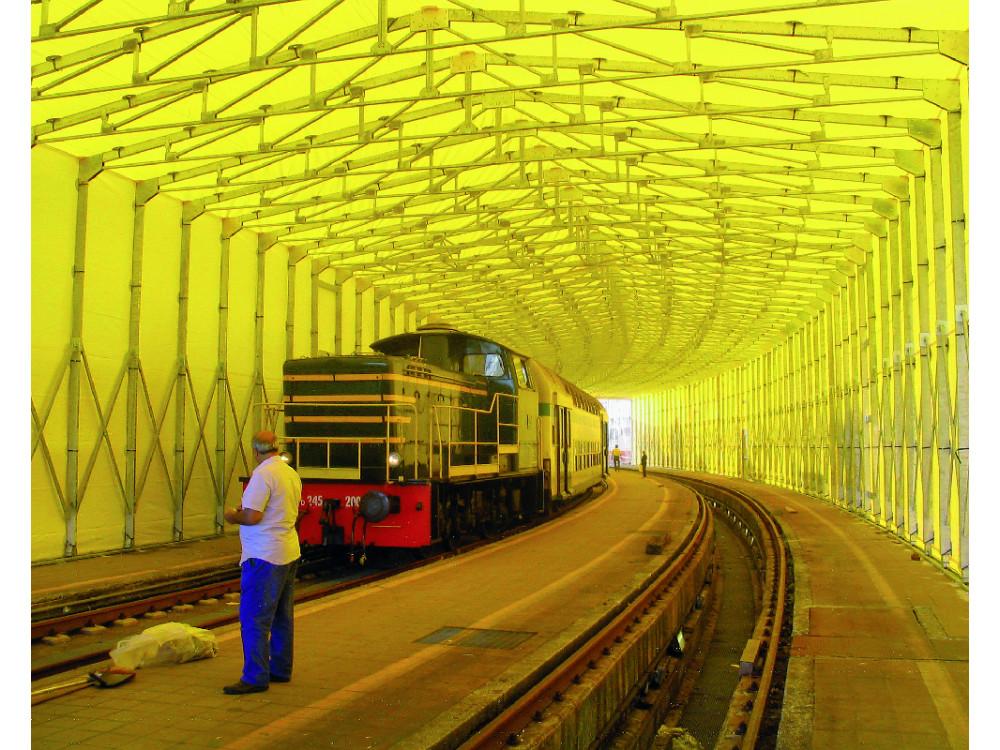Capannone autoportante di dimensioni speciali per uso ferroviario