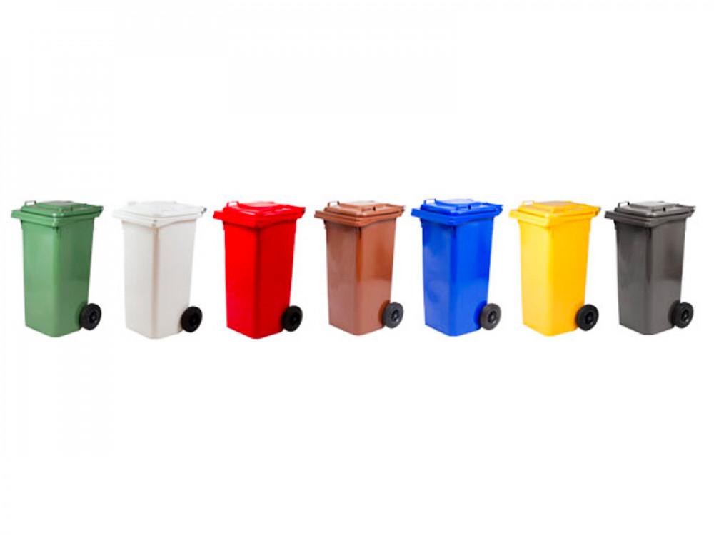 Bidoni in plastica per raccolta differenziata