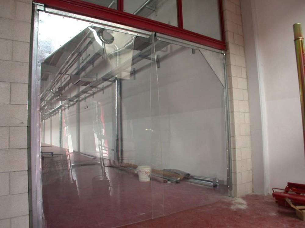 Porte industriali flessibili in PVC per transiti veloci