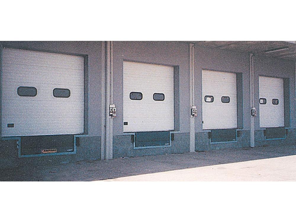 Sezionali in alluminio con oblò per punti di carico