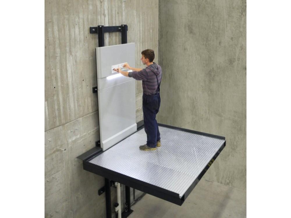 Piattaforma elevatrice per il sollevamento di persone e merci pesanti