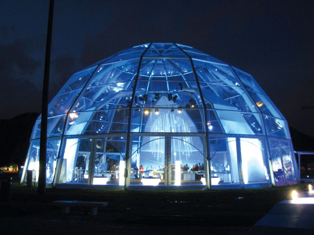 Grande copertura geodetica in PVC trasparente