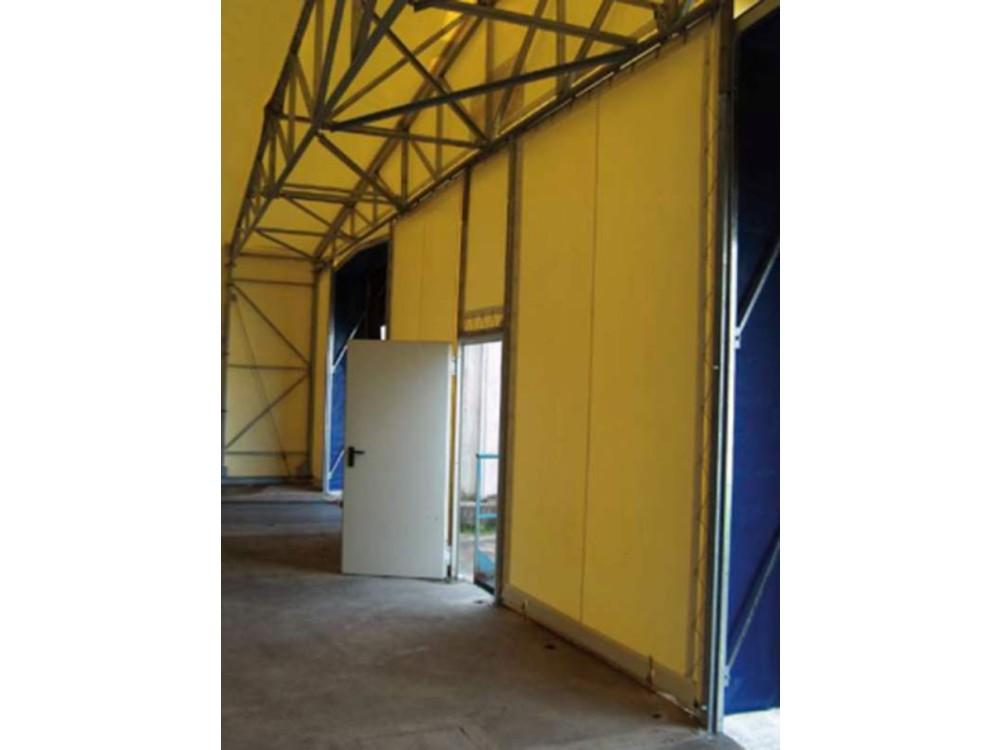 Portone industriale con porta pedonale a battente